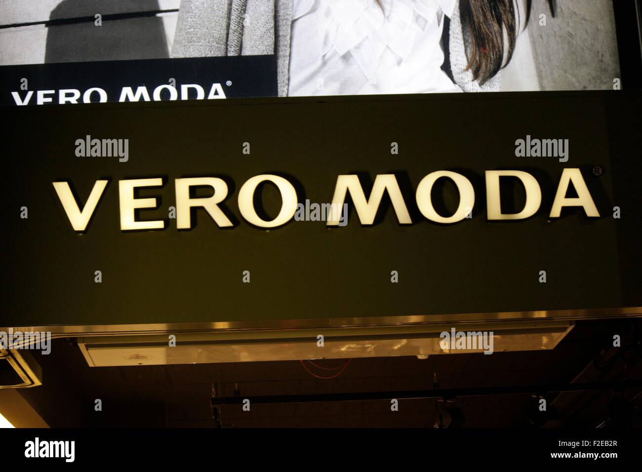 """Novembre 2013 - BERLINO: marchi: il logo del produttore di abbigliamento """"Vero"""" Moda, Berlino. Immagini Stock"""
