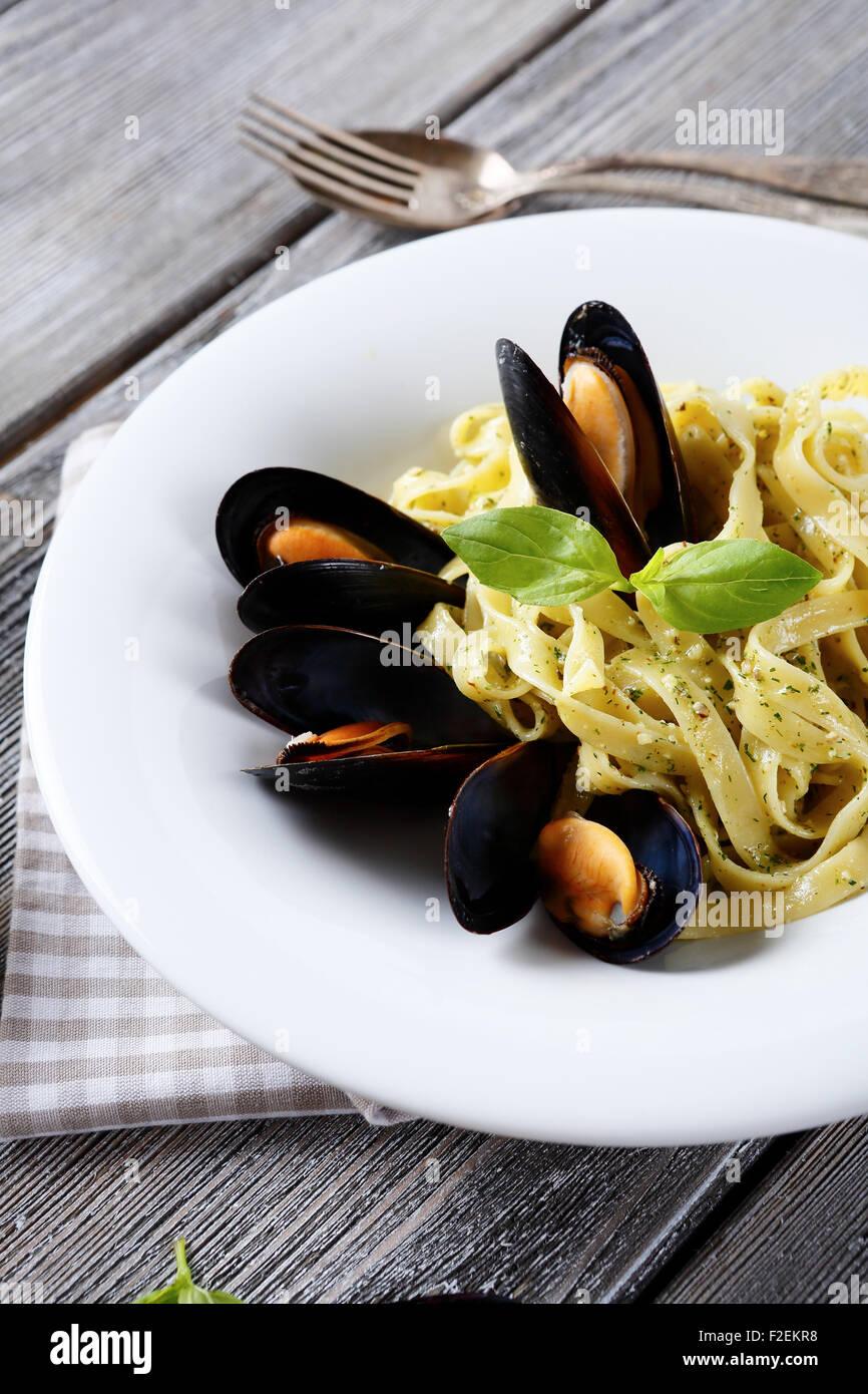 La pasta italiana con cozze, cibo Immagini Stock