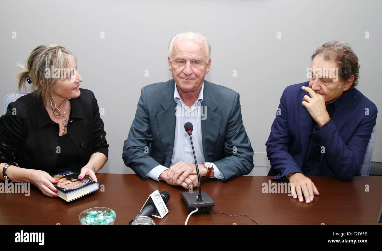 Pordenone, Italia. Il 17 settembre 2015. Il CALCIO ITALIANO CT Giovanni Trapattoni autore con il giornalista Bruno Immagini Stock