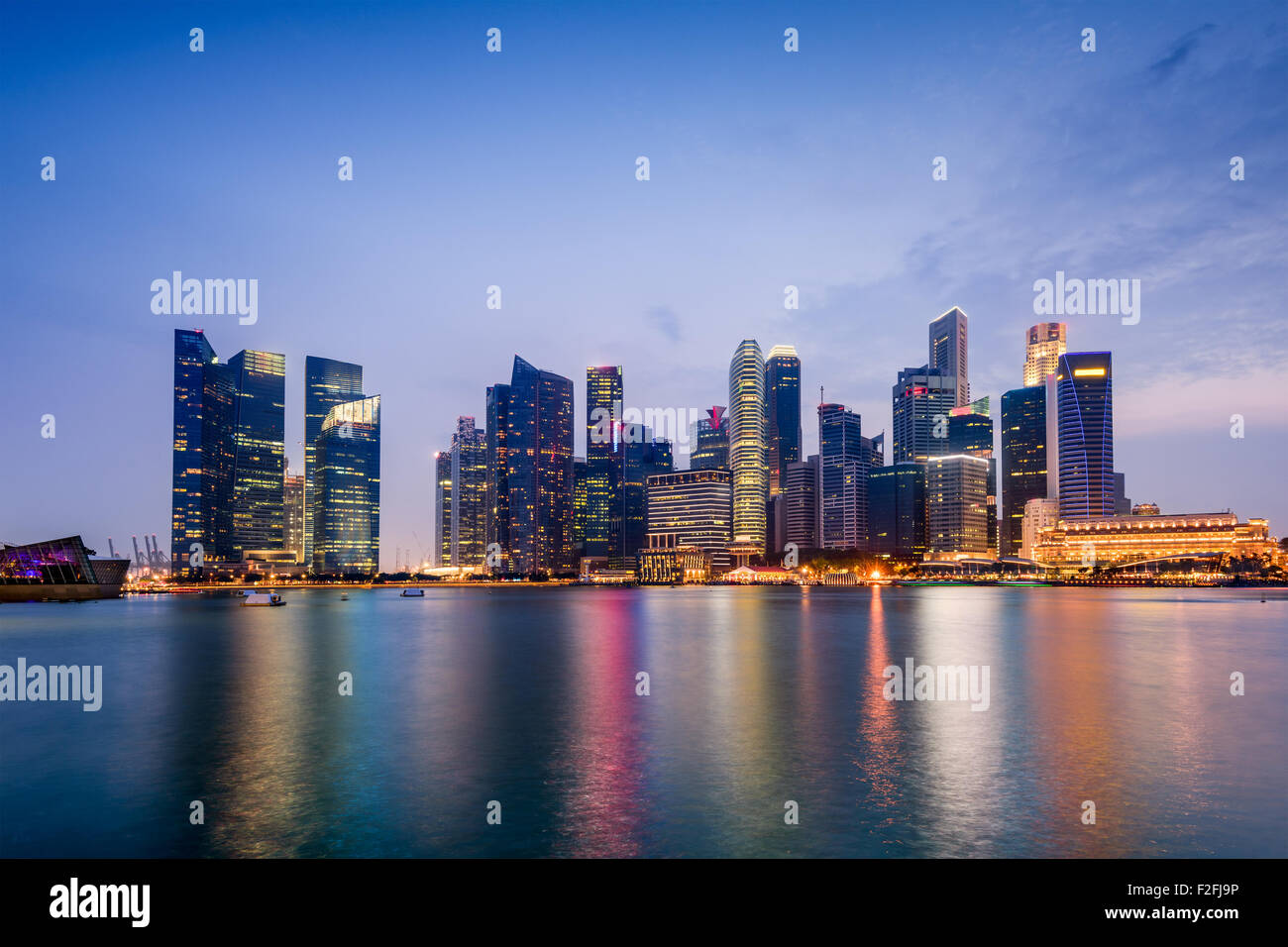 Lo skyline di Singapore il Marina Bay. Immagini Stock