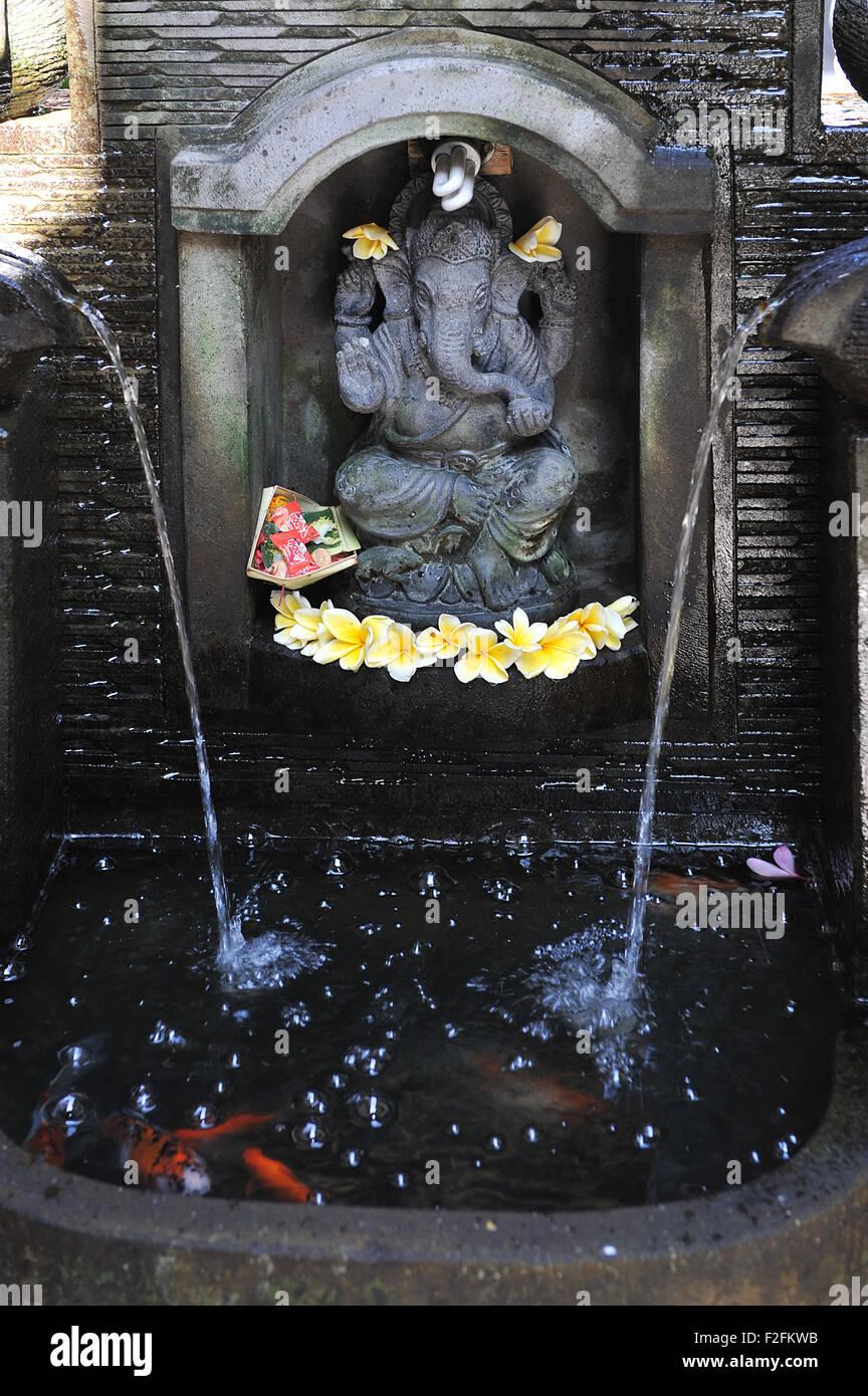 Ganesha statua con un piccolo laghetto nella foresta delle scimmie street, Ubud , bali Immagini Stock