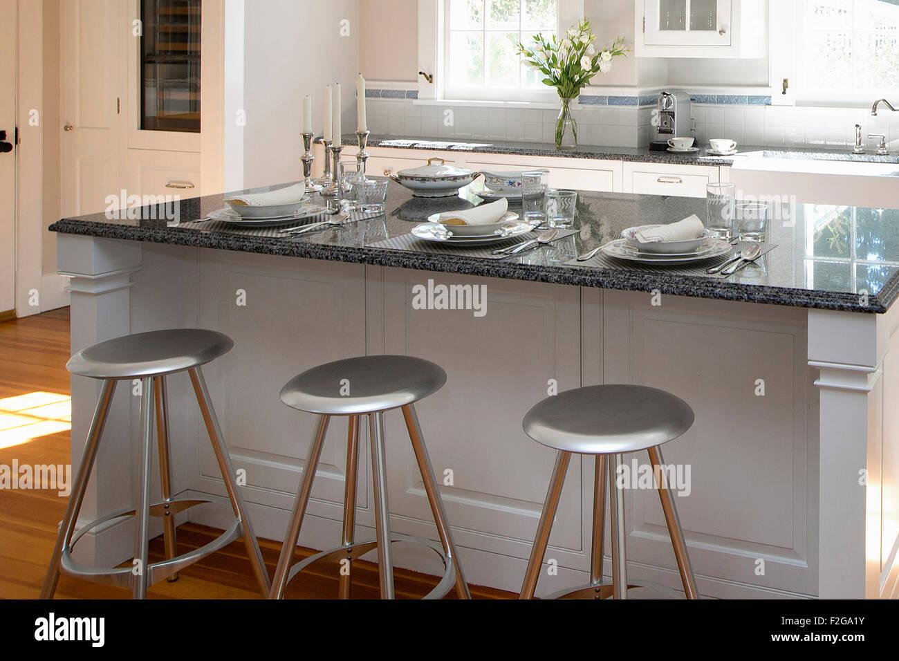Cucina moderna isola posti a sedere Foto & Immagine Stock