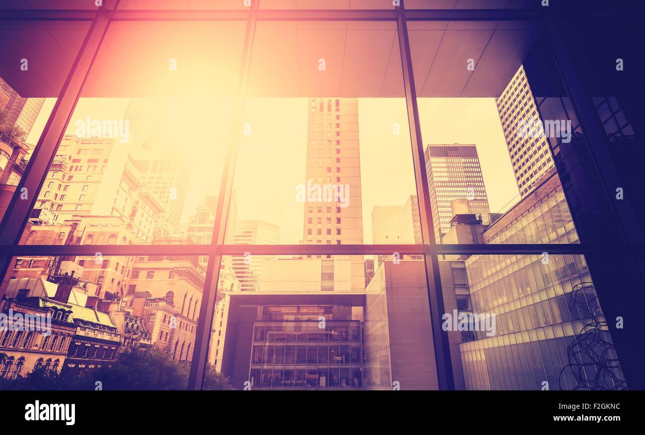 Vintage immagine stilizzata di Manhattan con sun effetto flare, New York City, Stati Uniti d'America. Foto Stock