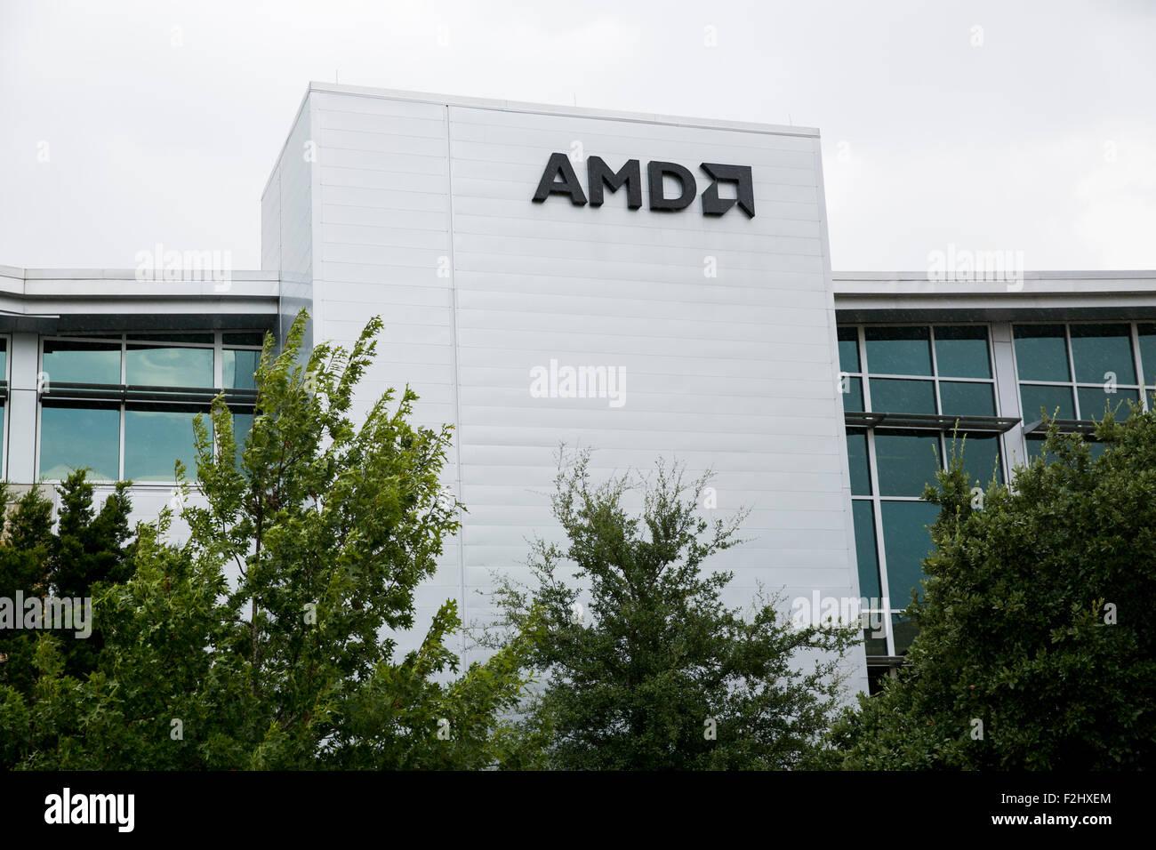 Un segno del logo al di fuori di una struttura occupata da Advanced Micro Devices, Inc., noto anche come AMD, ad Immagini Stock