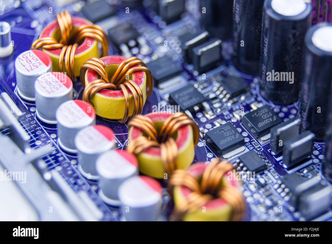 Macro Close-up di compoments sulla scheda madre del computer Immagini Stock