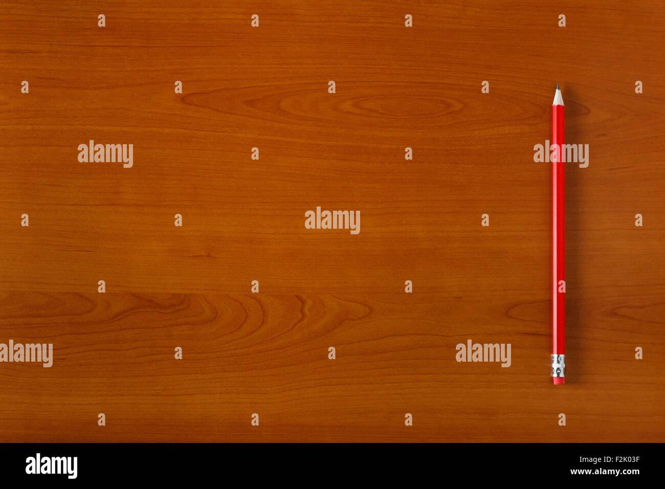 Matita su scrivania in legno, spazio vuoto per il testo Immagini Stock