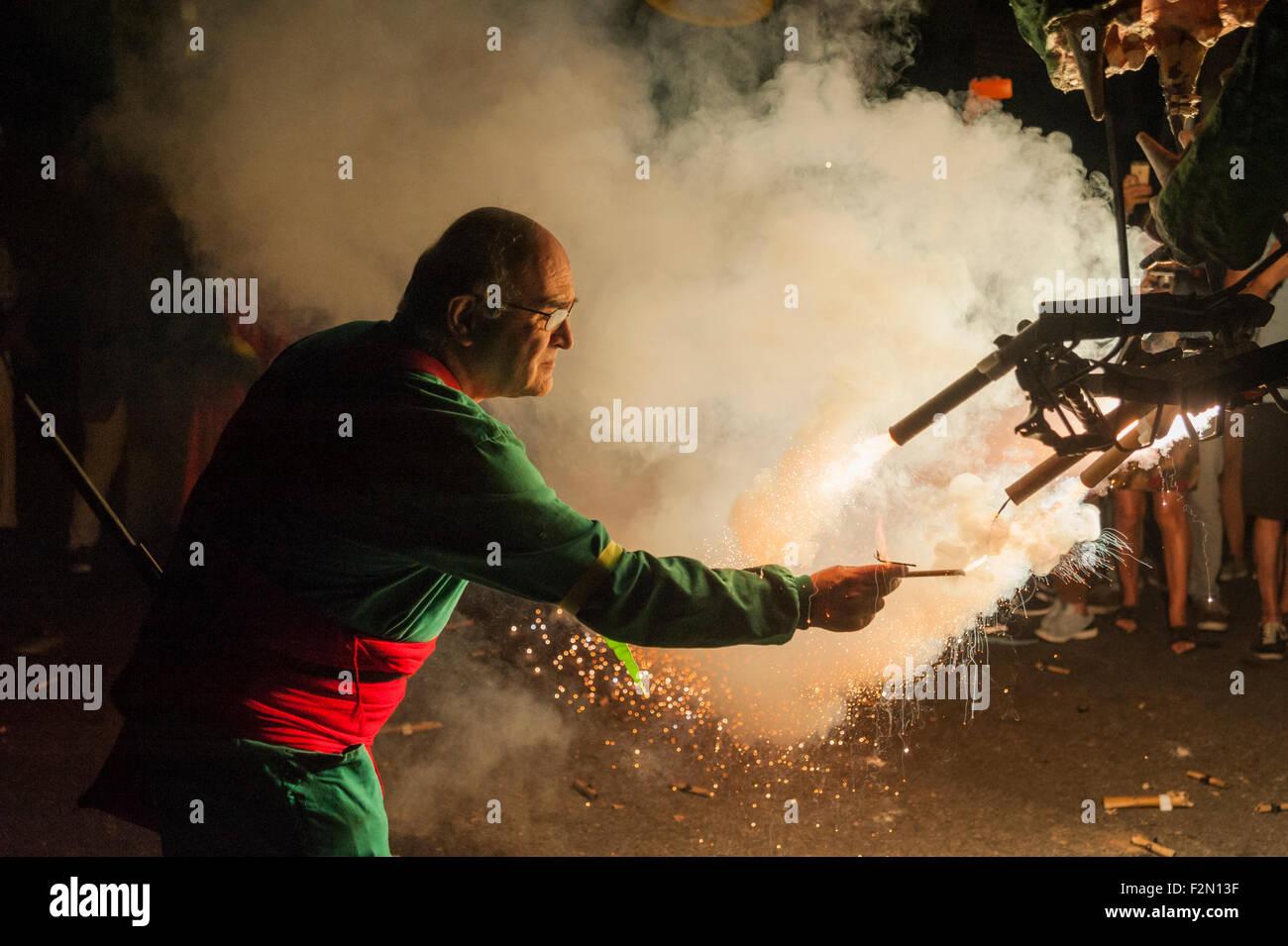 Barcellona, Spagna. Xx Settembre, 2015. Le bestie di incendio sono state introdotte come 'collas' in cerca Immagini Stock