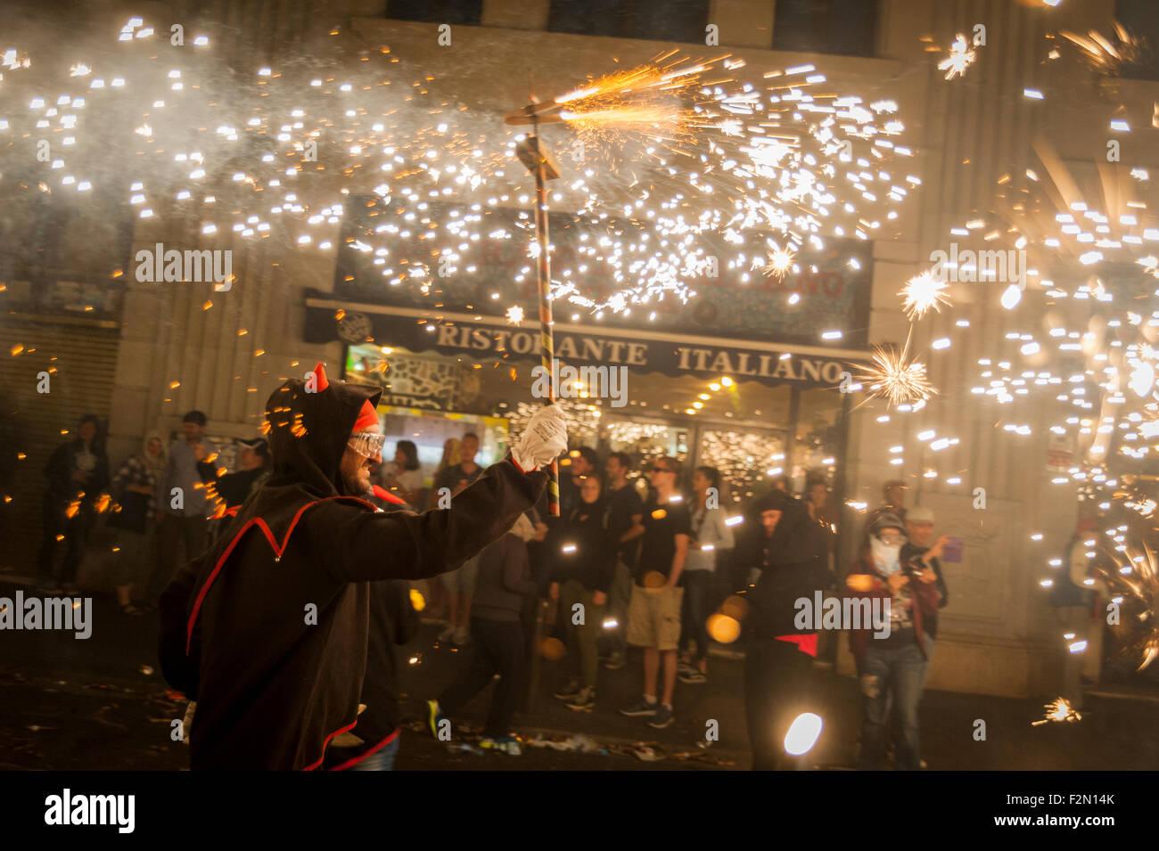 Barcellona, Spagna. Xx Settembre, 2015. Un diavolo eseguire e danza attraverso le strade di Barcellona durante il Immagini Stock