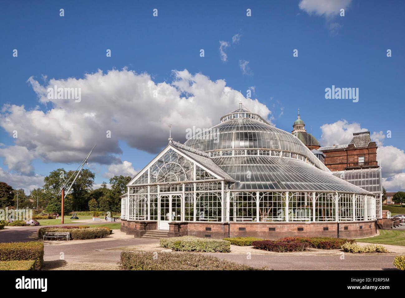 I giardini invernali e Palazzo del Popolo museo, verde di Glasgow, Scozia. Foto Stock