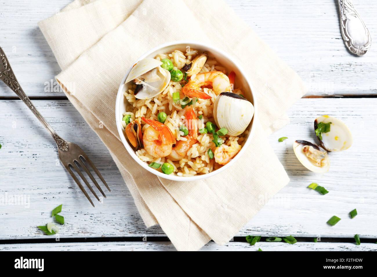Alimentando il riso con gamberi e cozze, cibo Immagini Stock