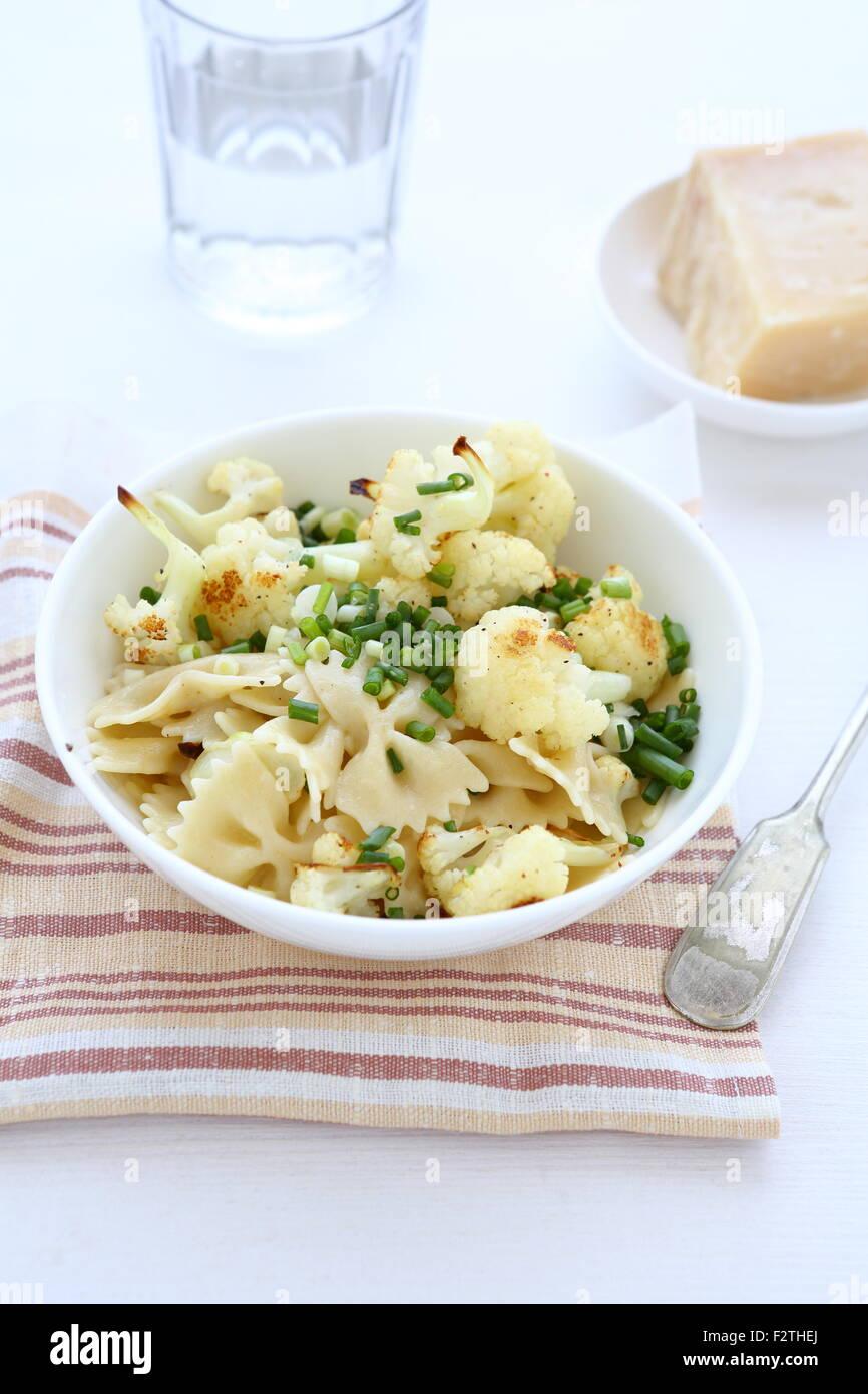 Gustosi piatti di pasta con cavolfiore. Il cibo Immagini Stock