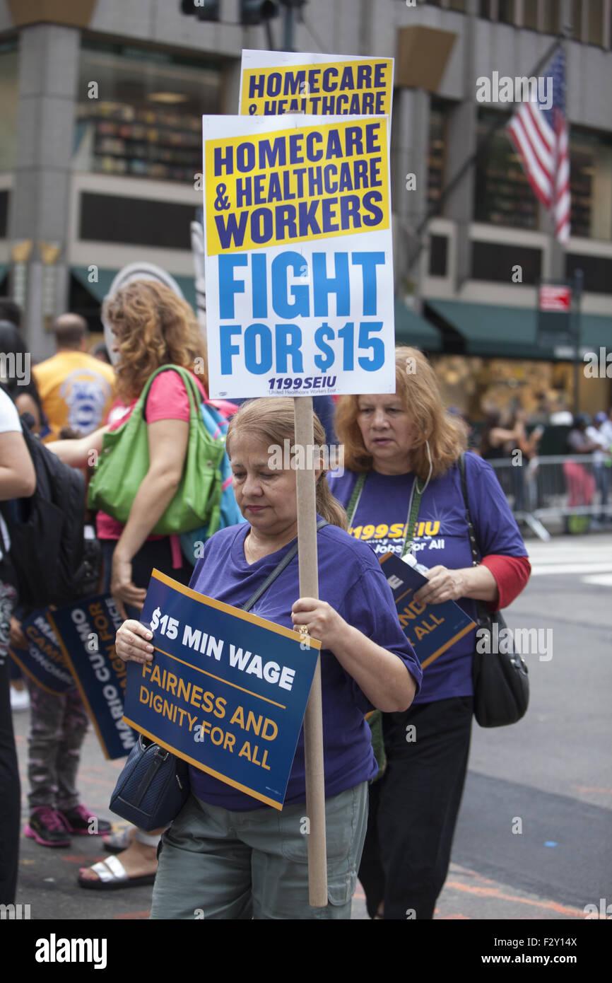 SEIU, servizio dipendenti Unione Internazionale, stati marche nella parata del giorno del lavoro a NYC per 15 dollari Immagini Stock