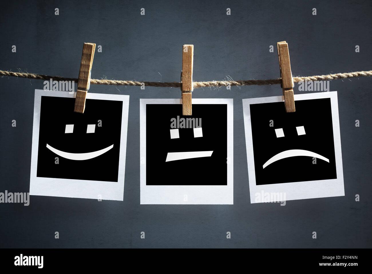 Felice, triste e folle emoticon sulla stampa istantanea di fotografie Immagini Stock