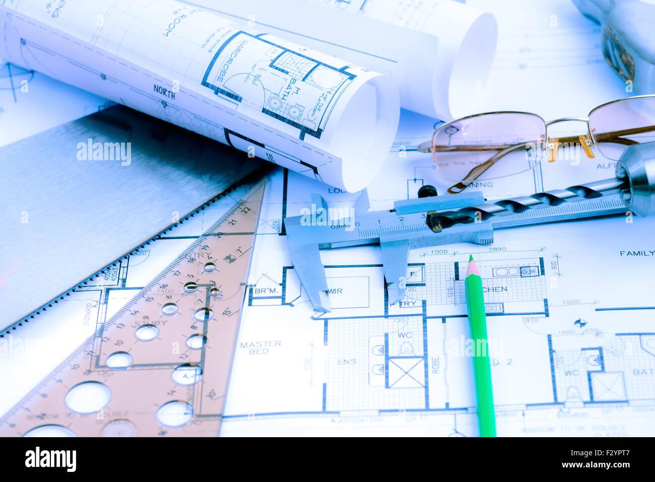 Gli schemi architetturali rotoli ed elementi di ingegneria. Tonica in blu Immagini Stock