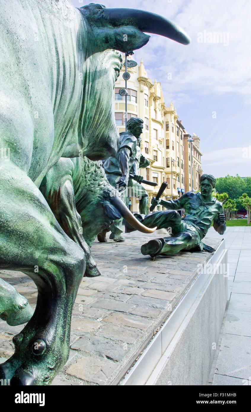 Monumento al Encierro, una fusione in bronzo di San Fermin festival in Pamplona, Spagna Immagini Stock