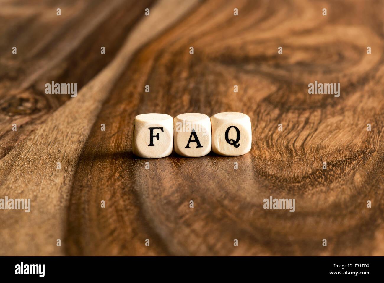 Domande frequenti sullo sfondo di parola su blocchi di legno Immagini Stock