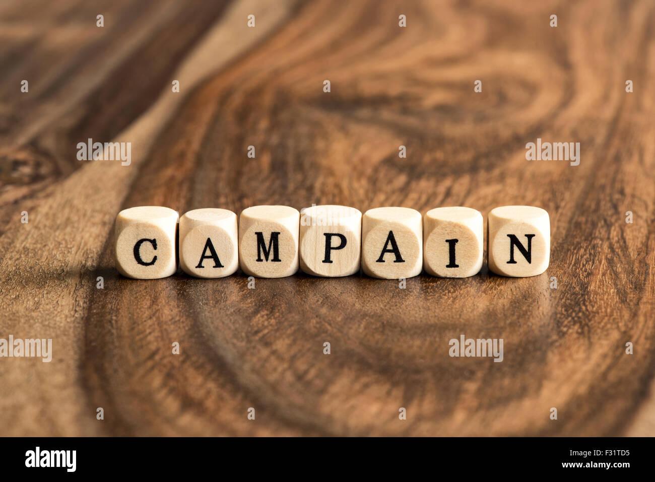 Parola di campagna sfondo su blocchi di legno Foto Stock