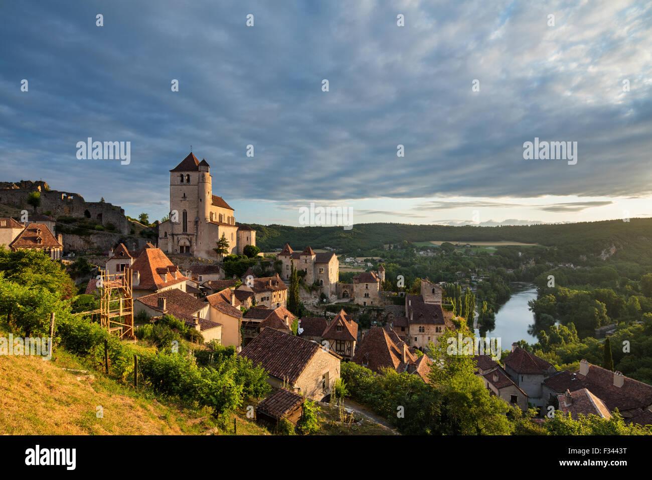 St Cirque Lapopie all'alba, Valle del Lot, Quercy, Francia Immagini Stock