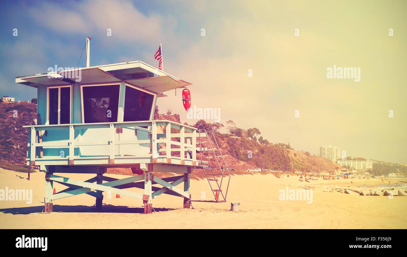 Retrò stilizzata immagine panoramica di un bagnino torre in Santa Monica al tramonto, California, Stati Uniti Immagini Stock