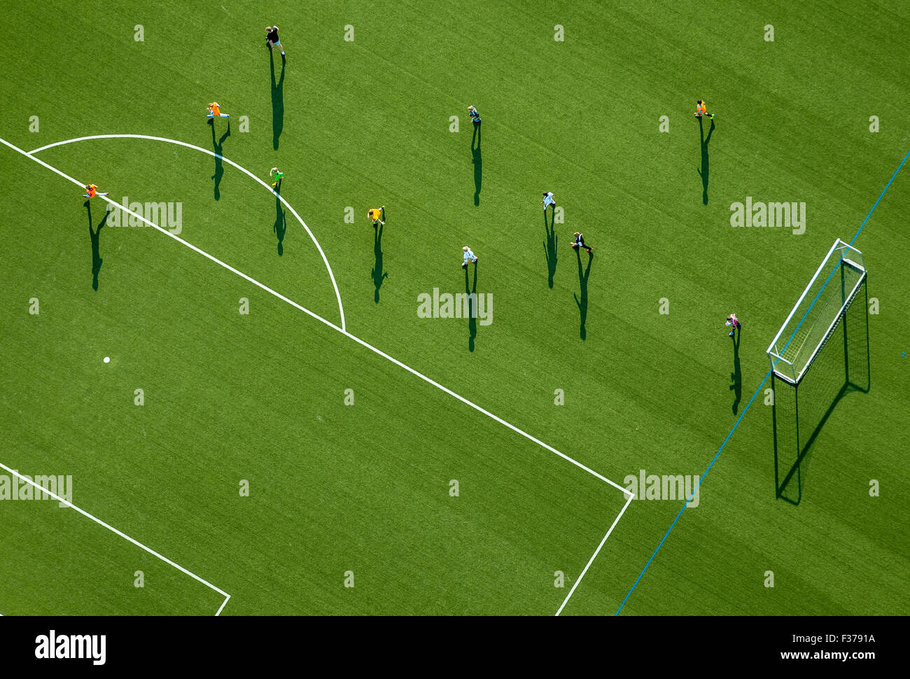 Allenamento per il calcio su un campo sportivo, stadium di Haßlinghausen, Sprockhövel, Nord Reno-Westfalia, Immagini Stock