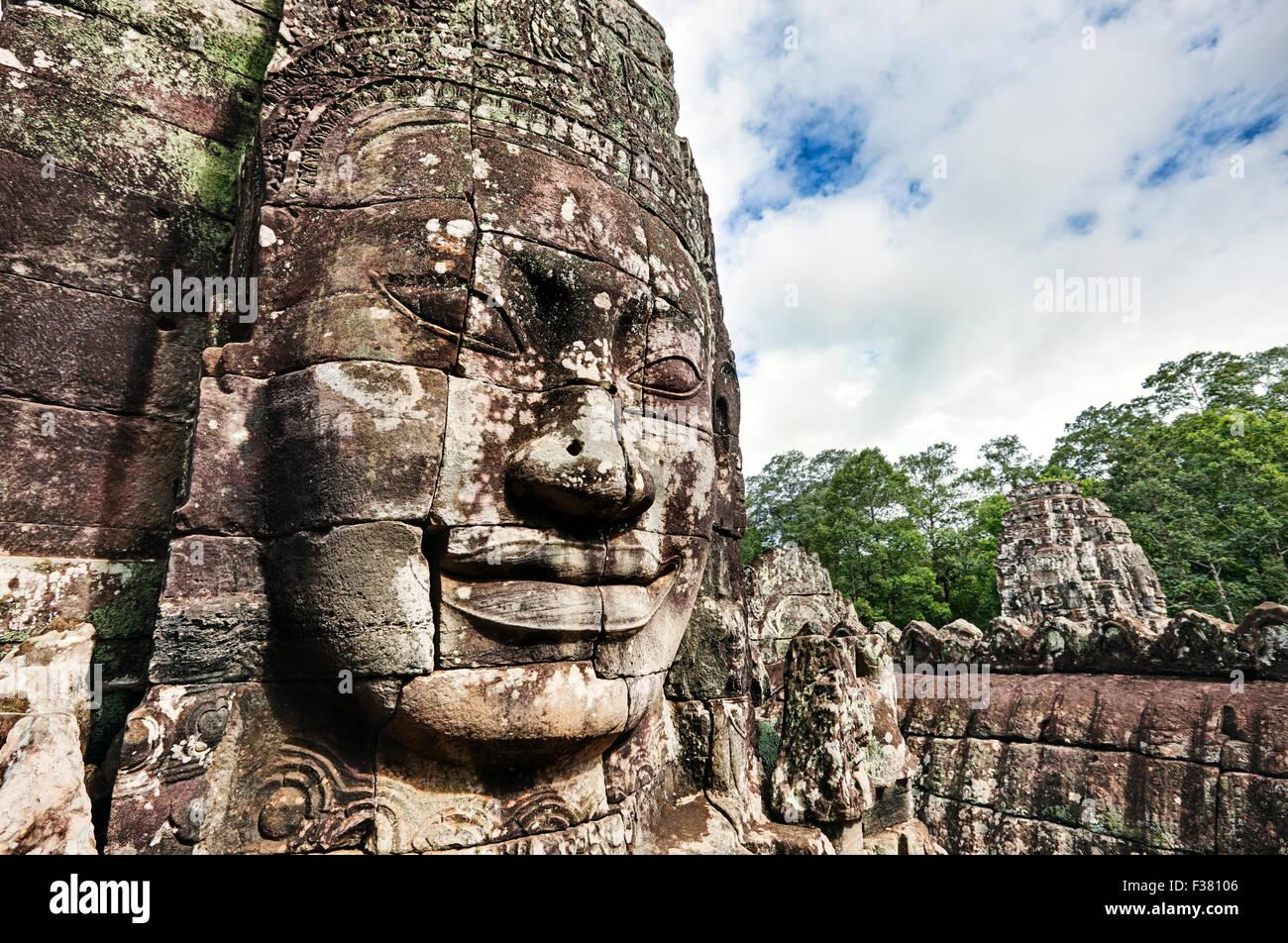 Scolpita in pietra faccia gigante al tempio Bayon in Angkor Thom. Parco Archeologico di Angkor, Siem Reap Provincia, Immagini Stock
