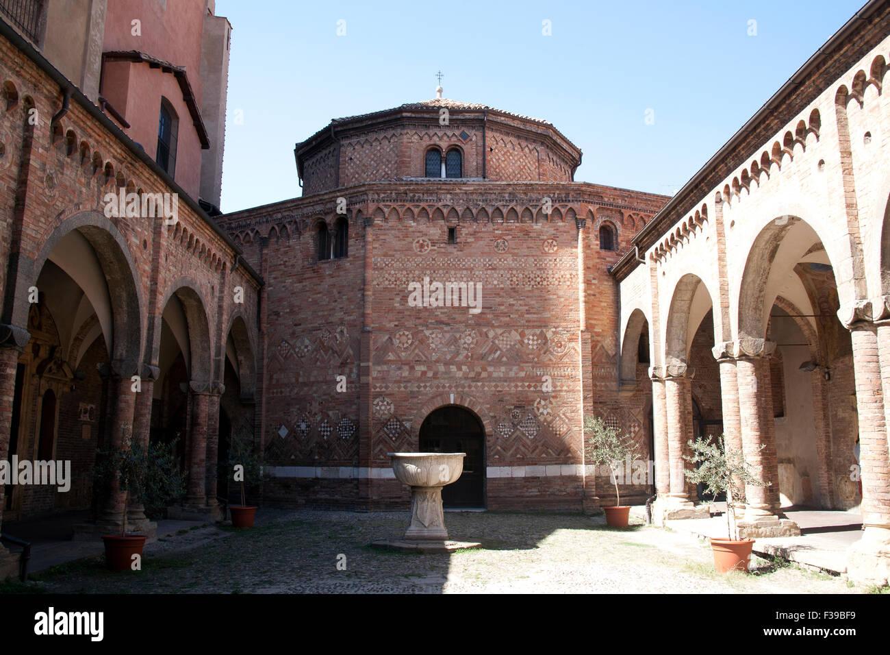Il cortile delle Sette Chiese - Sette Chiese - di Piazza Santo Stefano Bologna Italia Immagini Stock