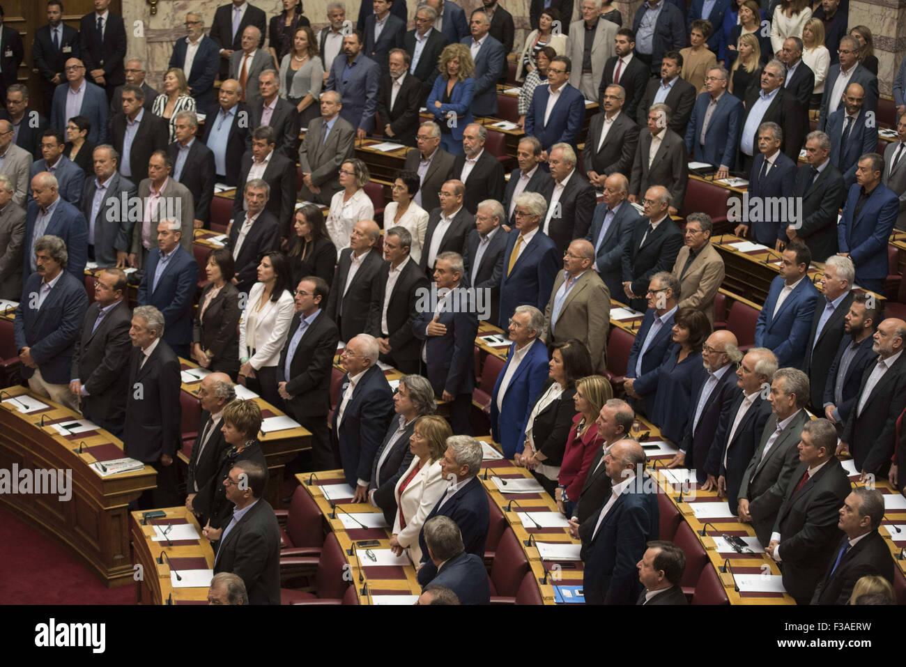 Atene, Grecia. 3° Ott, 2015. Il neo eletto MPs prestare giuramento al Parlamento. Il nuovo Parlamento greco è stato giurato in secondo la procedura ufficiale dopo il xx settembre elezioni nazionali. Credito: Nikolas Georgiou/ZUMA filo/Alamy Live News Foto Stock