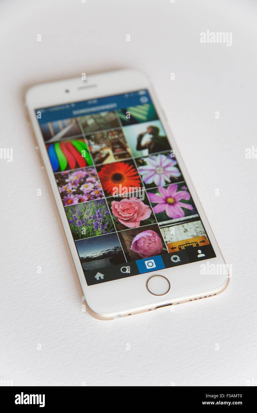 Oro E Bianco Apple Iphone 6 Con Un Instagram Feed Foto Contro Uno