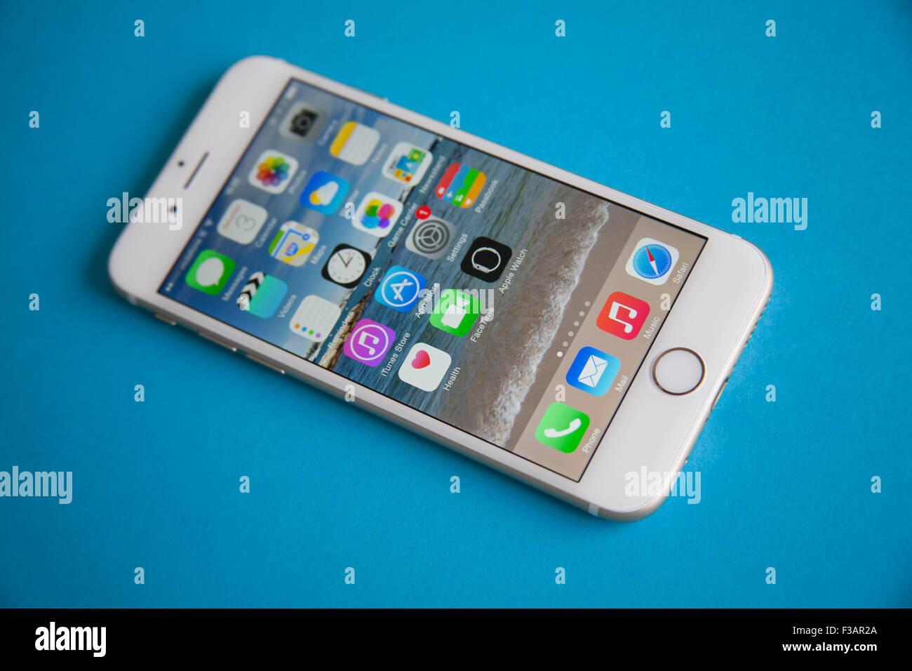 Oro E Bianco Apple Iphone 6 Contro Uno Sfondo Blu Foto Immagine