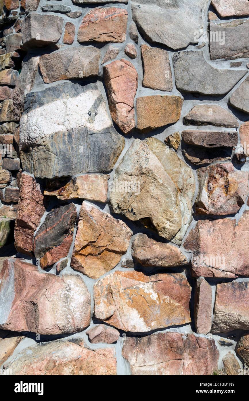 Muro Fatto In Pietra un uomo fatto muro fatto di pietra colorata foto & immagine
