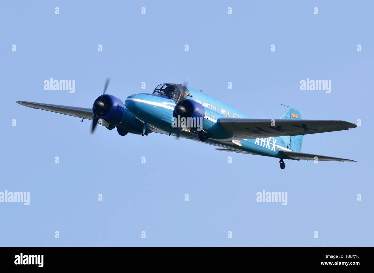 1930s Avro Anson C19 visualizzazione all'Airshow di Finale di stagione, Shuttleworth raccolta, Old Warden, Bedfordshire, Immagini Stock
