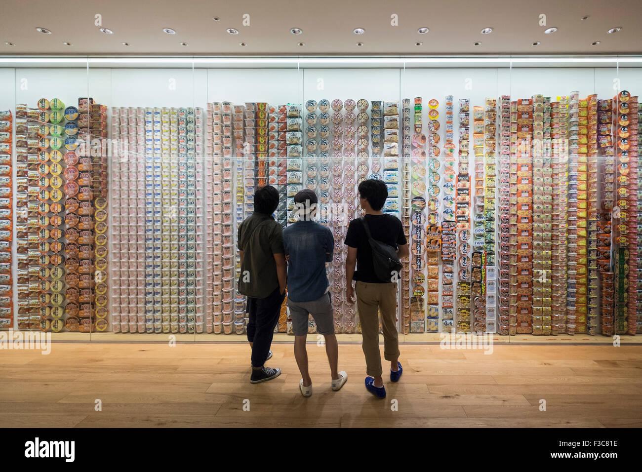 Display interno del centro storico di cup noodle marchi e l'imballaggio al Cup Noodle Museum di Minato Mirai Immagini Stock