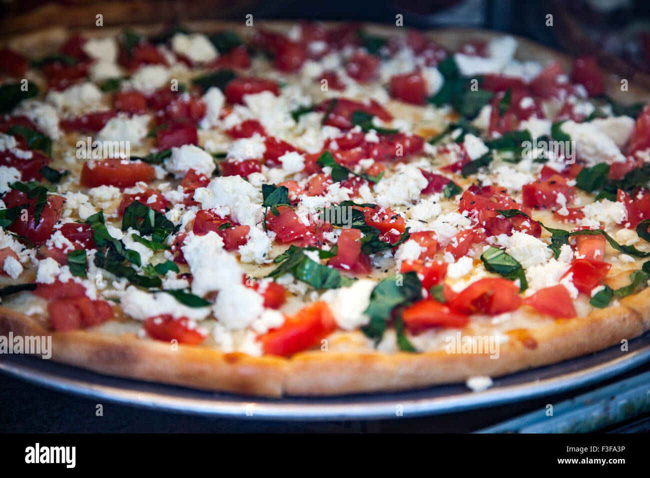 Freschi e deliziosi fatti pizza italiana Immagini Stock