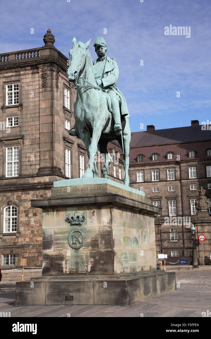 Statua di Ix Konge Af Danimarca 1863 al 1906 ; Copenhagen ; Danimarca ; Scandinavia Foto Stock