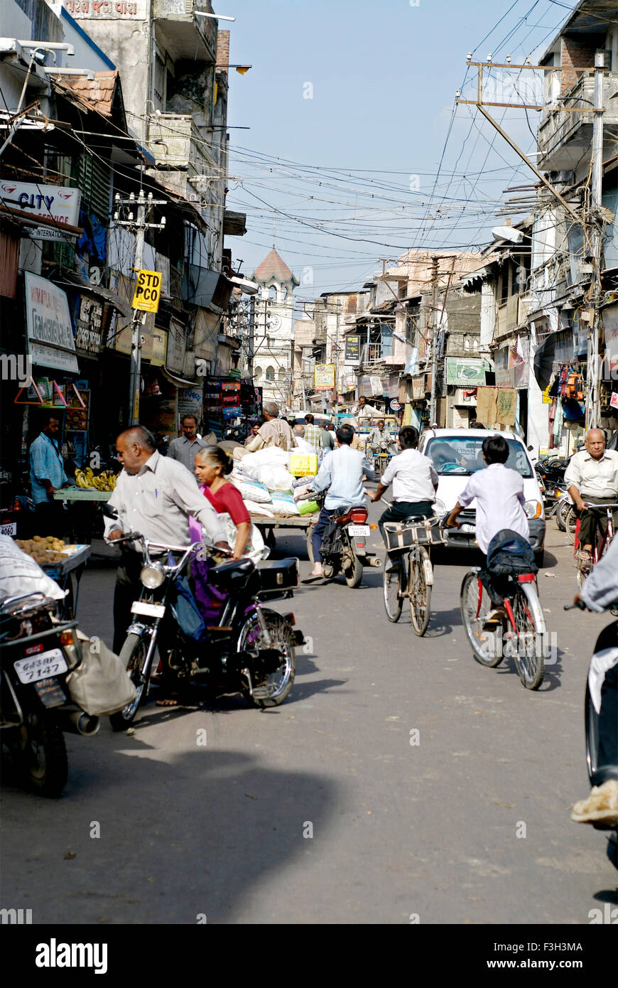 Scena di strada caotica a Rajkot ; Gujarat ; India Immagini Stock