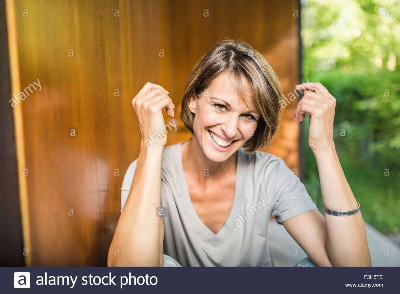 Ritratto di donna matura al di fuori casa Immagini Stock