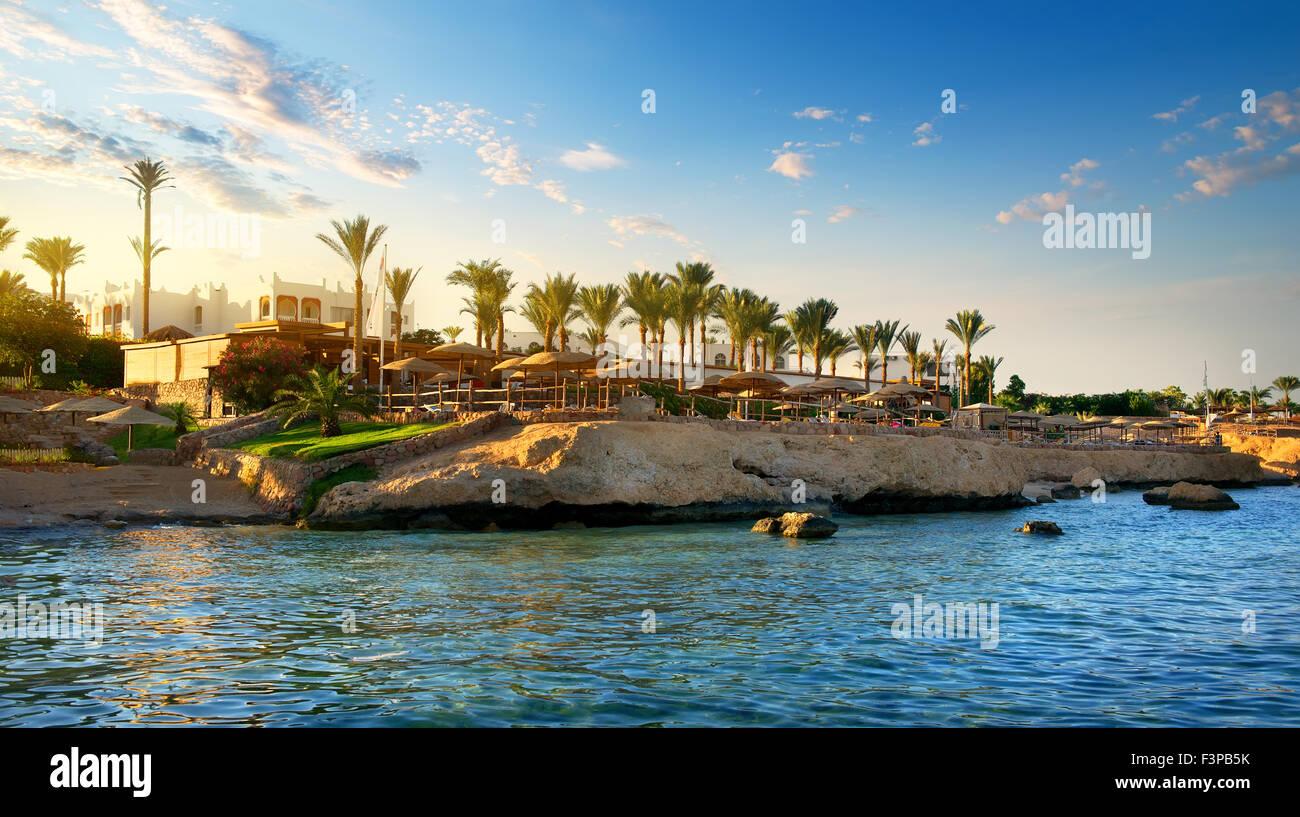 Vista su egiziano hotel dal mare rosso Immagini Stock