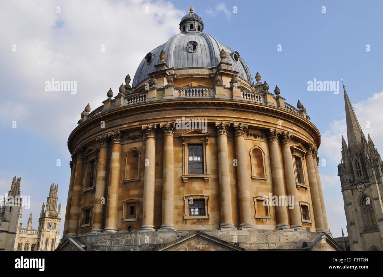 La Radcliffe Camera, con Guglia dell università chiesa di Santa Maria Vergine e di tutte le anime College, Immagini Stock