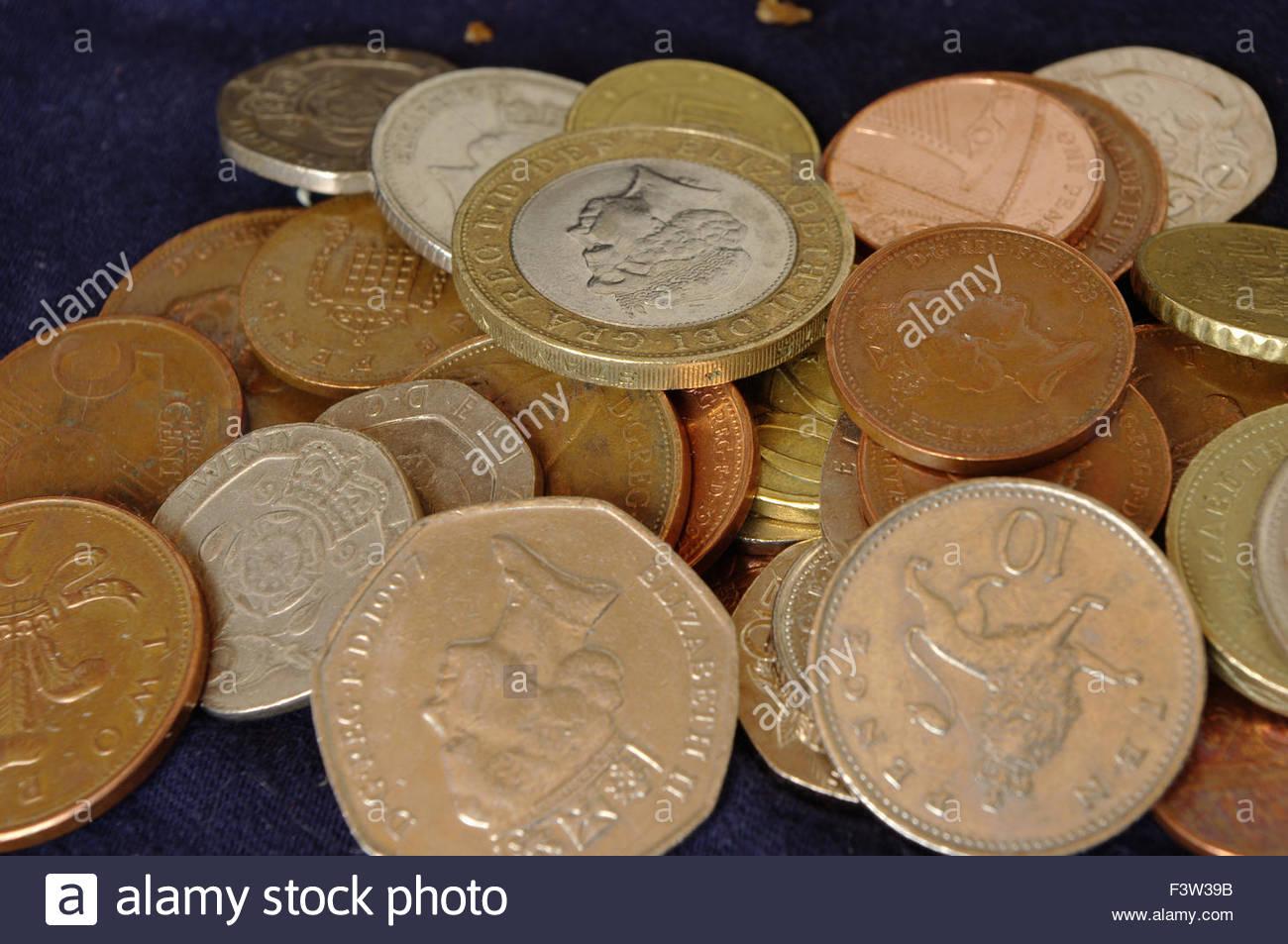 60165b0548 MONEY business economia commercio euro $ £ all'esportazione in valuta  estera denaro contante mans lato cambio moneta monete note nota di credito  crunch ...
