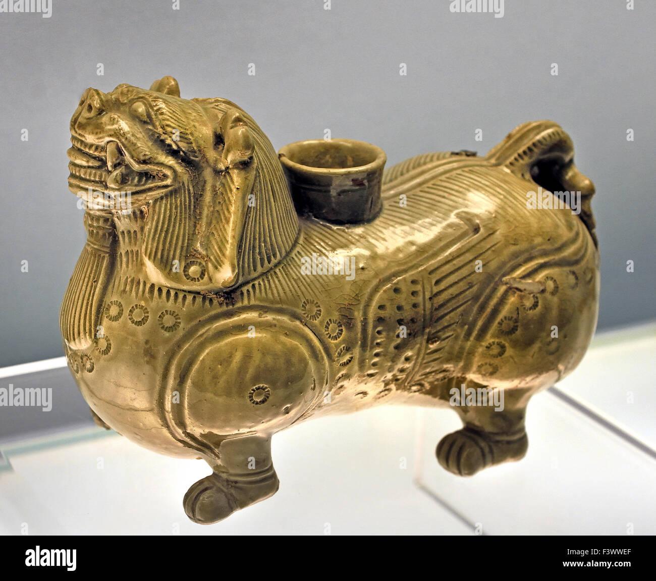 Lion Celadon BIXIE sagomata dello spirito del male exorciser ( Western Jin cultura AD 265 - 317 ) al Museo di Shanghai Immagini Stock