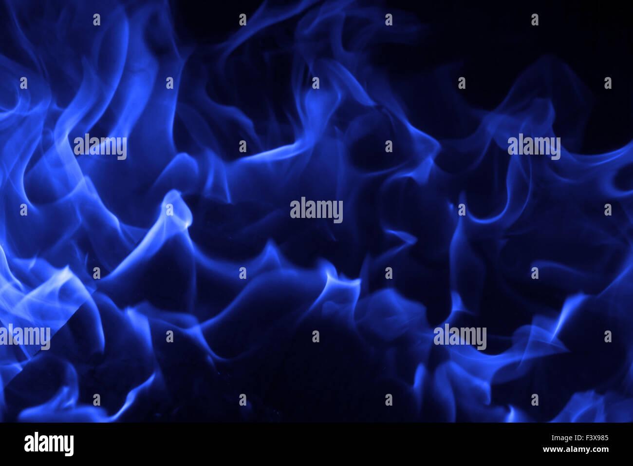 Fuoco Blu Su Sfondo Nero Foto Immagine Stock 88473845 Alamy