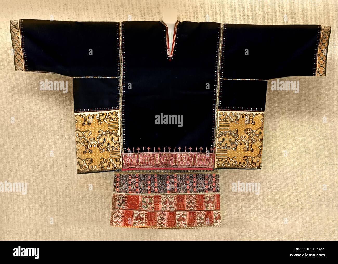 Donna di top adornata con tessuto motif Li ( Tongshi Hainan ) la seconda metà del ventesimo secolo il Museo Immagini Stock