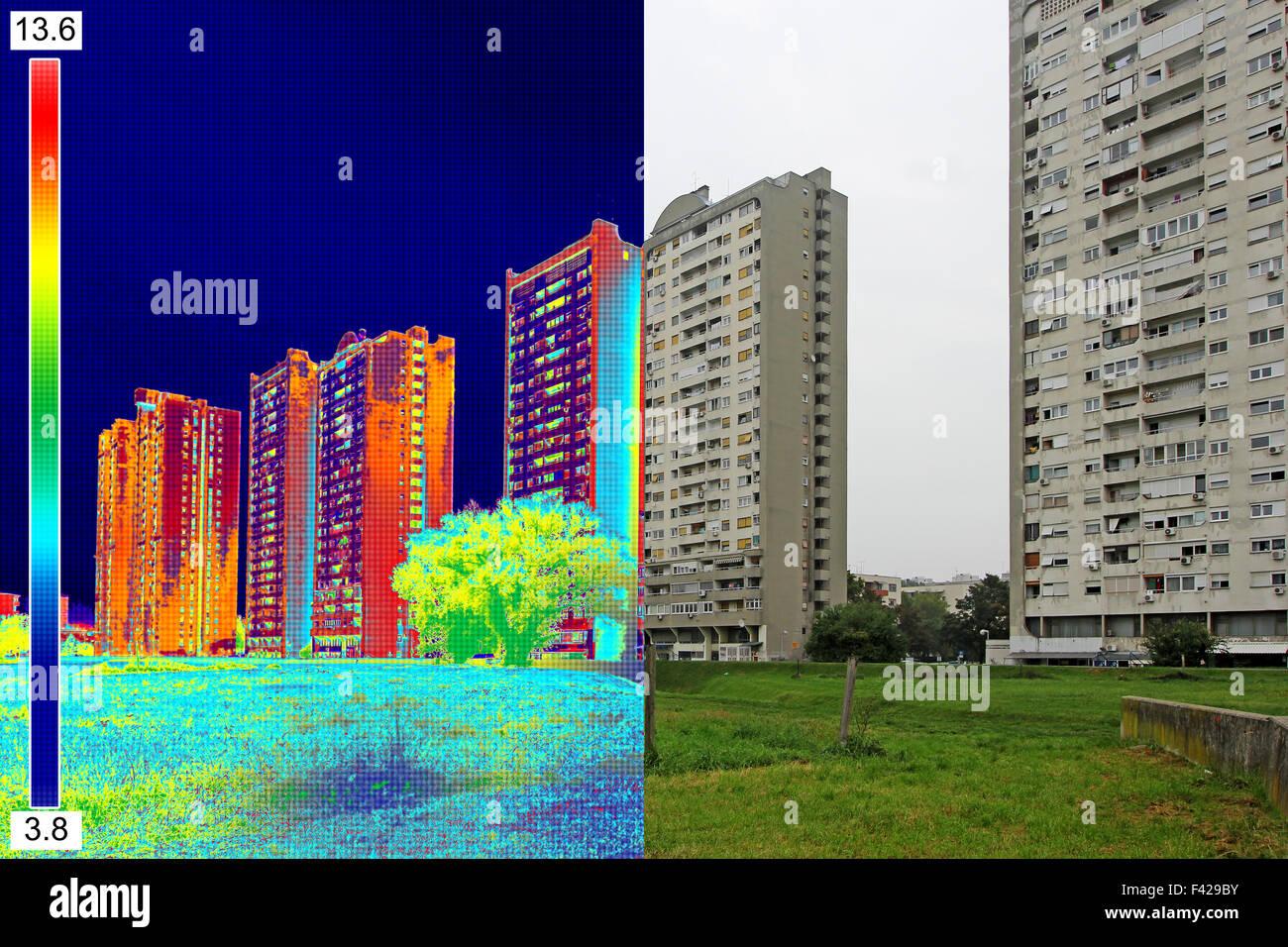 Immagini reali e a infrarossi che mostra la mancanza di isolamento termico su edificio residenziale Immagini Stock