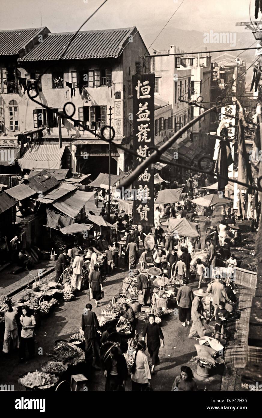 Centre Street in Sai Ying Pun brulica di attività 1947 Museo di storia di Hong Kong cinese Cina Immagini Stock