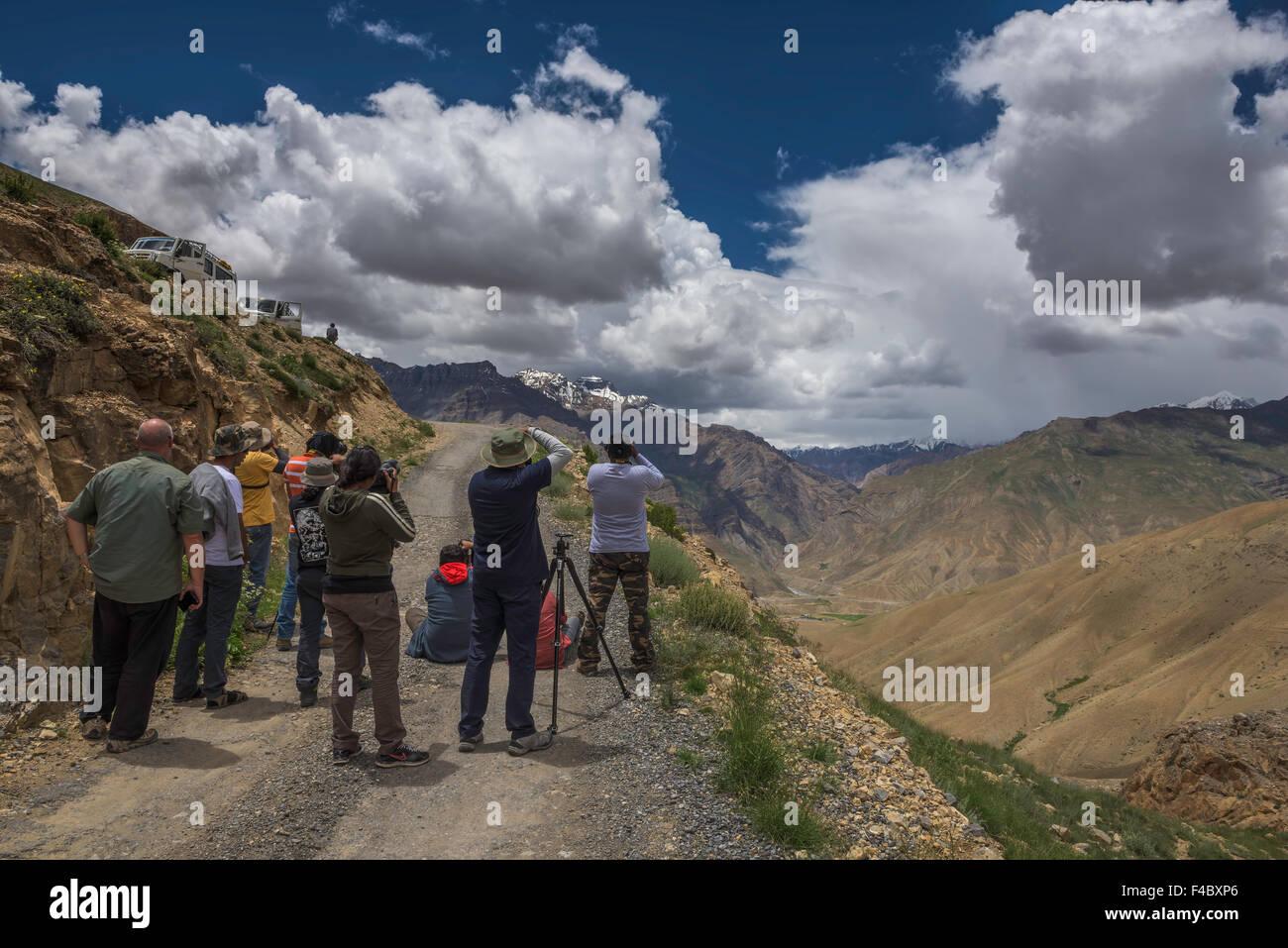 Sono i fotografi a fotografare il paesaggio umore in Spiti valley Immagini Stock