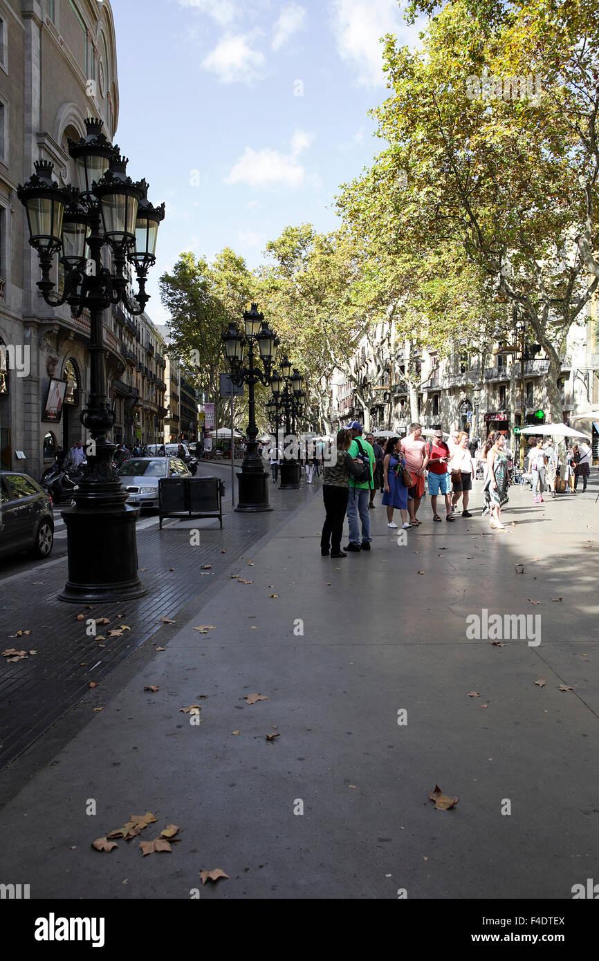 La rambla (le passeggiate) il famoso viale pedonale di Barcellona, popolare con i turisti e gente locale. Immagini Stock