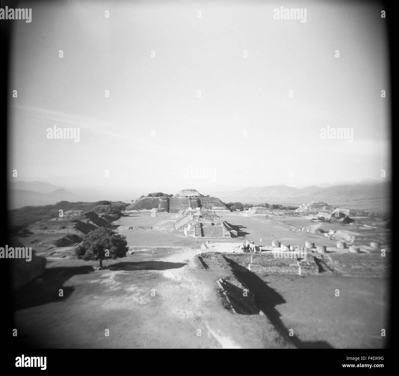 Ruderi di pietra a Monte Alban. Oaxaca, Messico Immagini Stock