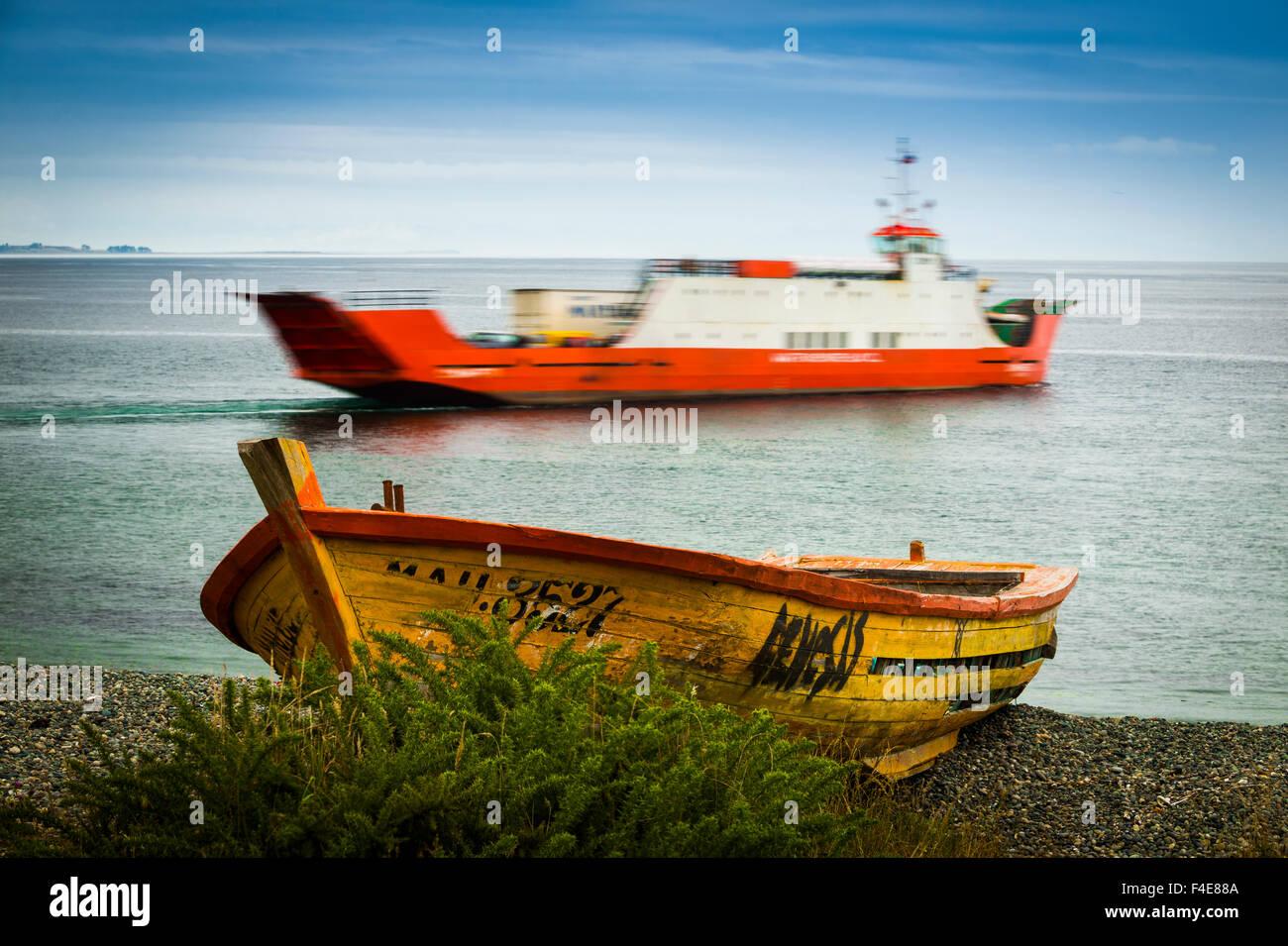 Traghetto, al Canale di Chacao, chiloe, Cile Immagini Stock