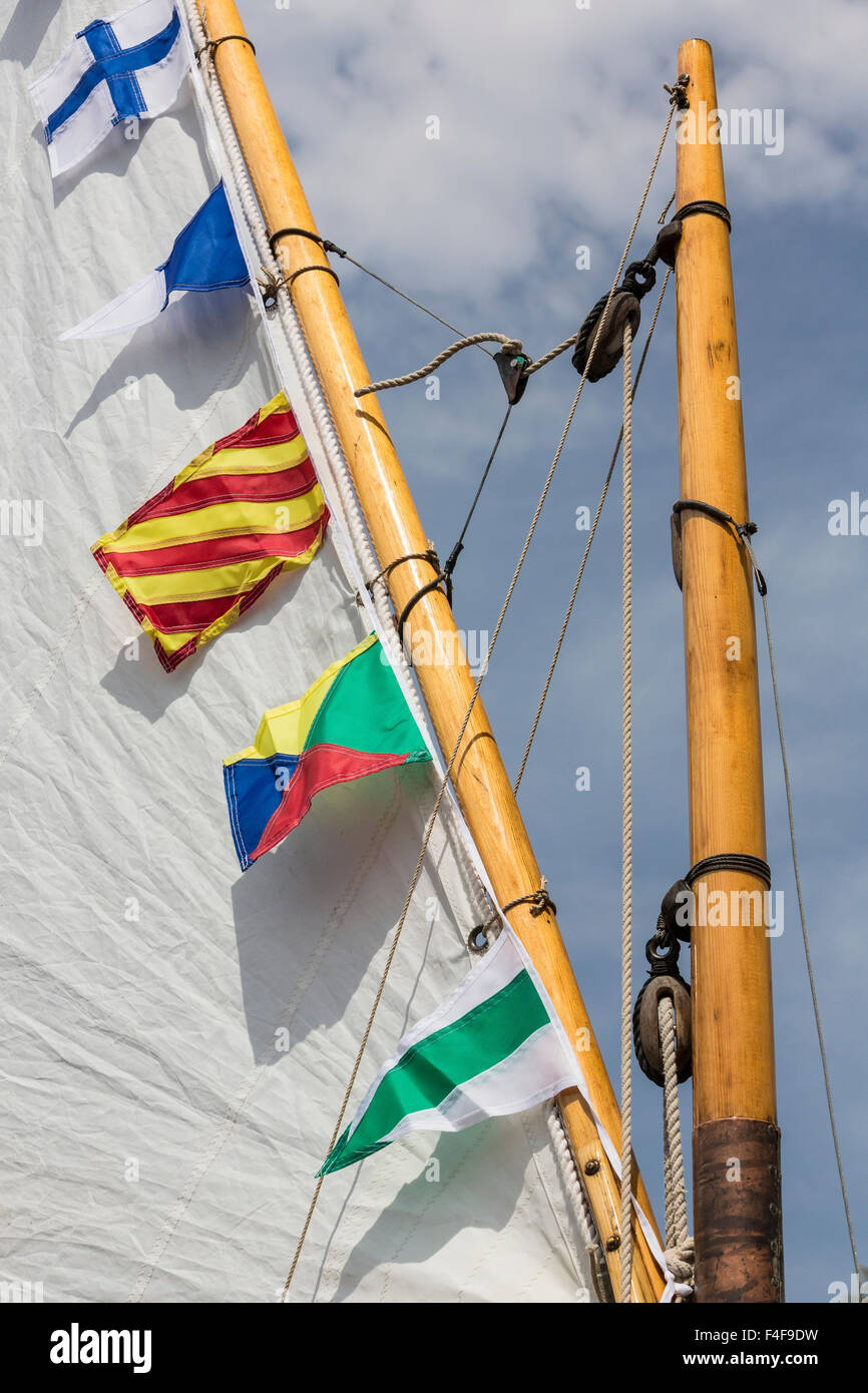 Boat With Flags Immagini Boat With Flags Fotos Stock Alamy