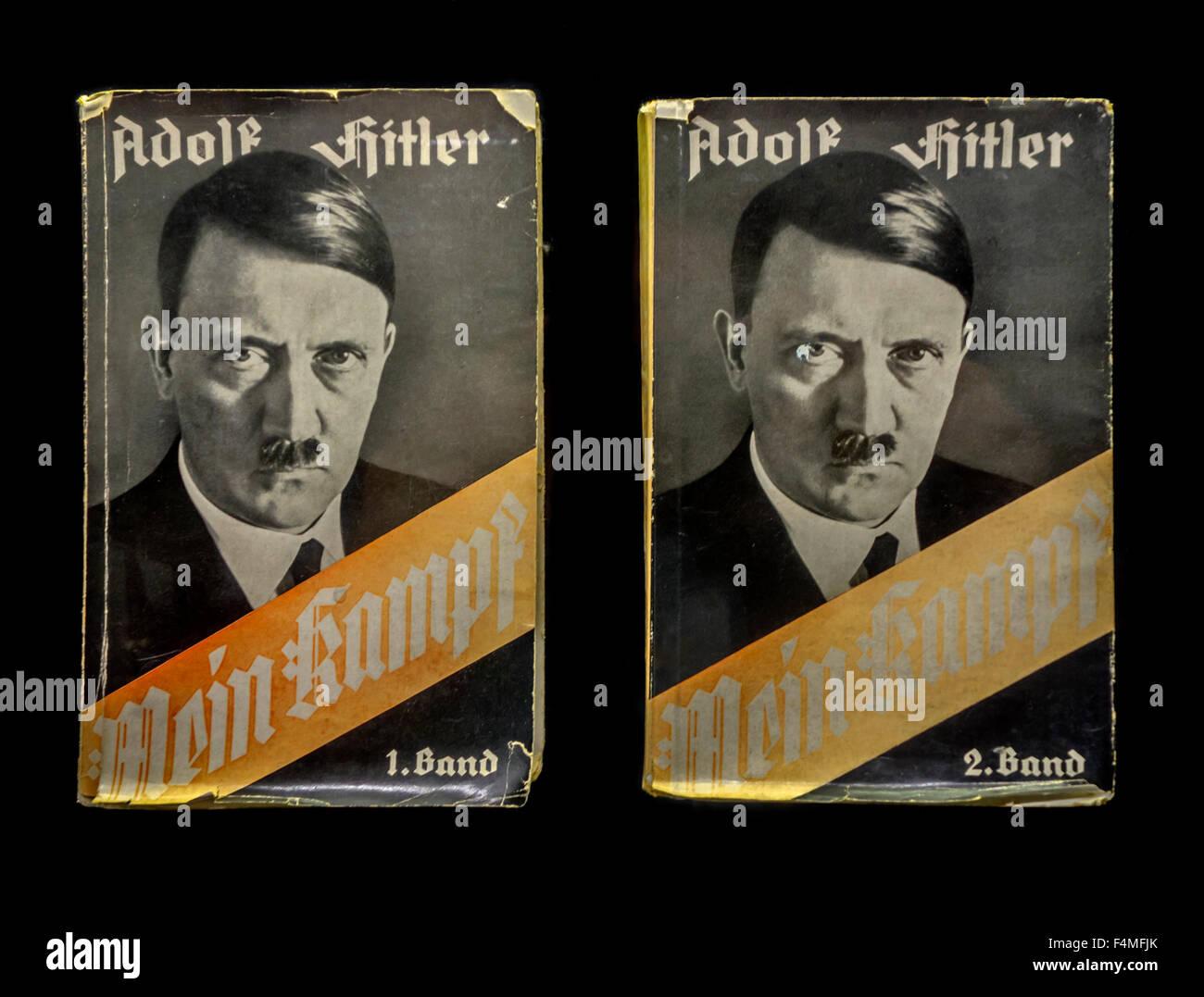 Volume 1 e 2 del libro in tedesco Mein Kampf / la mia lotta, manifesto autobiografico dal leader nazista Adolf Hitler Immagini Stock